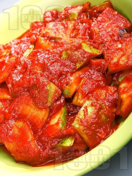 Тиквички с червен сос - снимка на рецептата